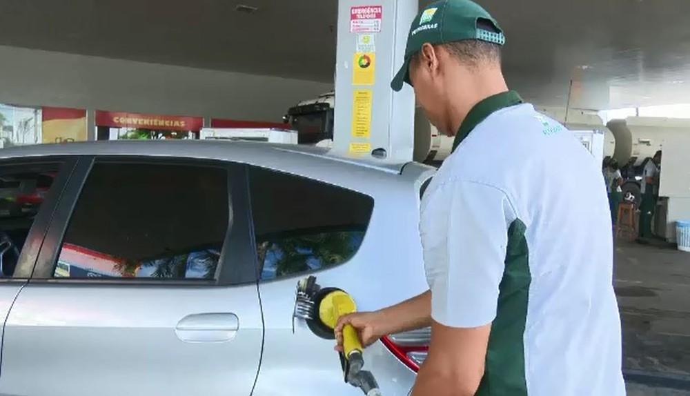 5946c2444a O preço médio da gasolina para o consumidor final subiu pela 13ª semana  seguida