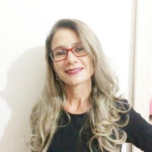 """""""Às vezes gosto de ter um livro de cabeceira, de qualquer gênero, desde que conte uma história interessante. A leitura amplia o nosso conhecimento, bem como a nossa visão de mundo, elevando o nível cultural de quem a faz"""". Selma Aparecida de Sousa Ribeiro, 42 anos, dona de casa<br>"""