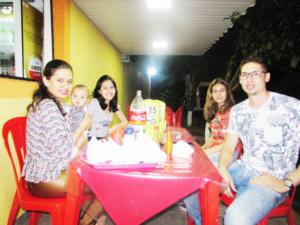 Leonardo Borini/Karina e a filha Clara,  Gabriella Alves e Beatriz Alves<br>