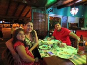 Vicente Júnior/Mônica  Pagioro e a  filha Paola<br>