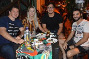 Murilo Oliveira, Fabrício Santos e a namorada Jéssica Corrêa e Bruno Gorricho