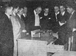 Foto publicada na edição 196, da Tribuna de Ituverava, de 2 de maio de 1953, de uma comissão designada para tratar, em São Paulo, da elevação da Comarca de Ituverava para Segunda instância. A comitiva, acompanhada do deputado Amaral Furlan, foi recebida na Assembleia Legislativa, pelo seu presidente, deputado Vitor Maida. (1) O presidente da Câmara, João Athayde de Souza, (2) o prefeito Flávio Cavalari; (3), o prefeito de Guará, Felício Costa; (4) o vice-prefeito de Ituverava, Hélvio Nunes da Silva; (5) o líder do PR, Balduíno Nunes da Silva; (6) o prefeito de Miguelópolis, Davi Alves de Freitas; (7) o redator da Tribuna de Ituverava, Eloy Cerqueira César; (8) Joaquim da Paula Ribeiro, representando o Fórum de Ituverava e (6) representando a então vila de  Capivari da Mata, Dionísio Furquim Fonseca