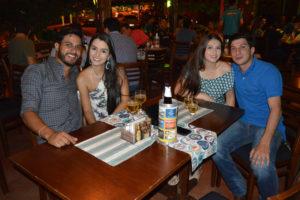 Thiago Almeida a namorada Mayra Souza, João Augusto Barrelin  e namorada Gabriela Souza
