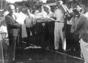 """Em 1963, o então presidente da Associação Atlética Ituveravense, o agropecuarista Benedito Trajano Borges, recebia um certificado do representante da Federação Paulista de Futebol, Antero Gomes. (1) Benedito Trajano Borges, os diretores do clube, (2) o Dr. Ecyr Alves  Ferreira, (3) Jayme Titotó Pereira Barbosa, (4) Antônio """"(Totonho"""") Sandoval; (5) Antônio Inácio de Matos (""""Totonho da Candinha""""), (6) Antero Gomes, representado o presidente da Federação Paulista de Futebol, João Mendonça Falcão"""