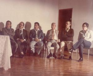 """Em 1972, quando o presidente da Fundação Educacional de Ituverava era o cirurgião dentista Antônio Pio do Carmo Tosta, em uma solenidade realizada no Salão Nobre """"Jayr de Paula Ribeiro"""". (1) Nobuo Sakemi (in memoriam), (2) Antônio Pio do Carmo Tosta, (3) o vereador Celso Furtado, do distrito de São Benedito da Cachoeirinha, (4) Assad Chaibub (in memoriam),  (5) Delcides de Paula Silveira e (6) Dr. Marco Antônio Migliori"""
