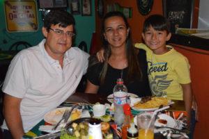 Nilder Gomes/Lucila e o filho Murilo