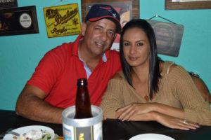 Adriano Reis e a namorada Elizângela Maria