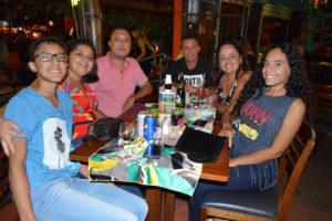 André Medeiros/Joneli e o filho Luís Felipe, Ricardo Barrachi/Andréa e a filha Lara