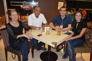 Paulo Santana/Lúcia e os filhos Bruno e Isabela Piccolo Santana