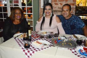 Valdir Trigueiro/Juliana e a sogra  Maria Anésia Martins