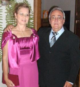 Cleiton e Maria Auxiliadora Comemoram 38 anos de casados, Bodas de Carvalho, dia 13 de dezembro, Cleiton Tadeu Guimarães e Maria  Auxiliadora  Ribeiro Cavalari Guimarães. Eles recebem os parabéns dos filhos, nora e neta