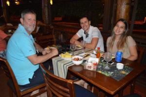 João Marcos a namorada Lorrane Alves Ferreira, e o pai Marcos Araújo