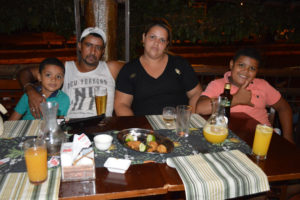Lindomar da Silva Souza/Josiane e os filhos Luiz Eduardo e Lucas Rodrigues Souza