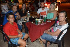Daniel Costa/Ligiane, o filho Kaio Loureda, Gabriel Rocha e a namorada Jéssica Martins e a sogra Irene Alves