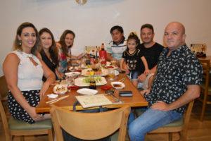 Paulo Roberto De Curcio/Sílvia, Gustavo  Cardoso/Thaís e a filha Laís, Marcelo Miyasaka/Telciani