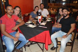 Douglas Leão Melo e a namorada Ana Carolina Scorsato, Luiz Roberto Júnior e a namorada Camila Tasso, Renato Bruno Prisco e a namorada Isabela Molina