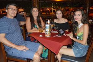 Carlos França/Marisa e as filhas Marisa Figueiredo e Carolina Leão