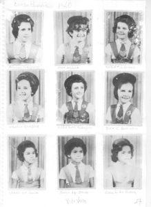 """Foto de 1960, de alunas do Curso de Aplicação, que era uma extensão do Instituto de Educação """"Capitão Antônio Justino Falleiros"""". (1) Águida Galdiano, (2) Ana Maria Soares Abadalla, (3) Maria T. Liporaci, (4) Anália de Matos Barbosa, (5) Maria Ruth Rodrigues, (6) Rita de Cássia Bonadio, (7) Irani de Souza, (8) Dulce Aparecida Souza, (9) Edna L. da Silva<br>"""