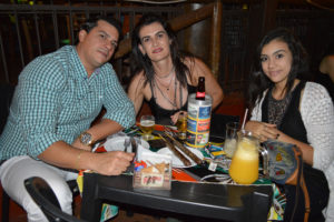 Antônio Júnior/Flávia Santos e  a filha Maria Eduarda Santos