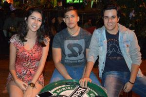 Os amigos Maria Eduarda Sousa, Daniel Alves e Lucas Resende