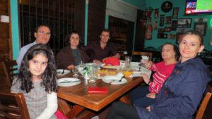 Marcelo Liporaci Spósito Machado/Patrícia, a filha Luisa, o cunhado Alessando Mailicki/Neila e a sogra Maria Francisca