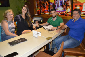Aparecido Farias/Edna, o médico Fábio Farias/Nayara Vieira e o filho Luigi Farias