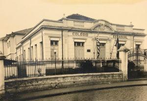 Fotos de 1952, dos Licenciando (concluintes) do Ginasial, do Colégio  Estadual e Escola Normal de Ituverava, que era instalado onde é hoje a agência do INNS, à Rua Getúlio Vargas