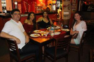 Fábio Bombig Júnior/Vânia e as filhas Luísa e Vanessa