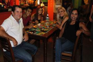 João Evangelista/Maria José, o filho Lucas Silva Paula, Renata Pontes e a filha Cindy Pontes