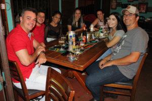 Adriano Nogueira/Giseli, com a filha Isabela Abdalla, Gustavo da Mata e a namorada Larissa Nogueira e Rodrigo Garcia/Viviane