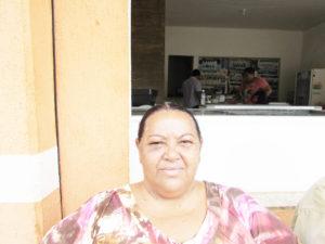 """""""Minha opinião é que, em primeiro lugar, vêm os estudos e, depois, vem o futuro que está incluso na educação que cada professor passa para seus alunos. Trazer o empreendedorismo para vida do jovem é sim, de grande importância, mas incentivá-lo a tirar boas notas e ir bem nas disciplinas, é essencial""""  Valdineia dos Santos Araújo, 53 anos, do lar"""