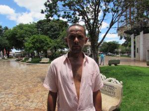 """""""O 13° é um grande beneficio no final do ano para os trabalhadores, é um dinheiro que vem em boa hora para ajudar em tempos de crises. Pretendo utilizá-lo para compras de natal e pagar as contas que estão atrasadas"""".  Aderval Galassi Alves, 42 anos, maquinista"""