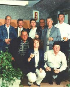 Foto de 19 de maio de 1988, dos funcionários do Banespa da agência de Ituverava. (1) Francisco Diniz Queiros (in memoriam), (2) Wilson dos Santos Cíirilo (in memoriam), (3) José Roberto de Freitas, (4) Antônio Carlos Prévide (in memoriam), (5) João Mateus de Matos, (6) Geraldo Gil Fagioni, (7) José Glimovaldo Lupoli (in memoriam), (8) Elvira Chiconelli Liporaci, (9) Ney Jorge de Oliveira (in memoriam)