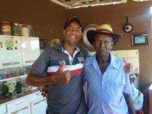 Amadeu Comemora aniversário, dia 30 de novembro, Amadeu Alves. Ele recebe os parabéns dos irmãos, sobrinhos e amigos