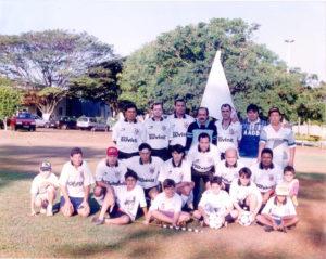 """Foto de 1996, do Time do Corinthians, que conquistou o título do Campeonato de Torcidas, realizado na antiga AABB (hoje Clube do Comerciários). (1) Jaime Vilmondes, (2) Luciano (""""Huck""""), (3) Paulo, (4) Jorginho Saad, (5) Caliman, (6) Xará, (7) João Belisca, (8) Murilo, (9) Danilo Bucker, (10) Fabiano Severino, (11) Wilson Canindé Filho, (12) Rafael Ferreira da Silva, (13) Dilermano Duarte e (14) Nena. Os meninos: (15) Fernando Macedo (""""Laranja""""), (16) Donato, (17) Marcelo Fadel, (18) Lucas Chaibub, (19) Lucas Campagnoli, (20) Heitor e (21) Jefinho Canhoto"""
