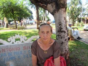 """""""O desemprego pode ser a causa de uma grande parte da inadimplência no país, pois estamos enfrentando uma crise muito grande na econômica e, cada vez mais, não tem emprego para milhares de brasileiros. A realidade é que ninguém faz dívidas porque quer, se tiver dinheiro paga, pois não tem porque ser inadimplente. Agora, infelizmente, quem não tem controle, fica sem poder pagar"""".  Maura Martins Ribeiro, 71 anos, dona de casa"""