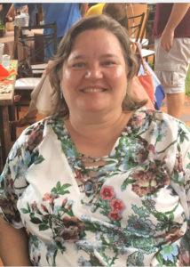 """Regina Coeli Nogueira Bombig  (""""Gina"""") Faleceu dia 14 de janeiro, aos 57 anos, a biomédica Regina Coeli Nogueira Bombig. Filha do cartorário aposentado Fábio Bombig e Maria Auxiliadora Ferreira Nogueira Bombig (Bijurinha), são seus irmãos Maria Teresa Nogueira Bombig; Fábio Bombig Júnior, casado com Vânia Silveira Rezende Bombig; Rossana Nogueira Bombig Terreri, casada com Ernesto Terreri Neto; Fabíola Nogueira Bombig Teles Franco, casada com José Dirceu Teles Franco; Vitor Bombig; Valéria Nogueira Bombig Tosta, casada com Max Ricardo Rodrigues Tosta; Rogério Bombig, casado com Lígia Betini Pires Bombig e Maria Auxiliadora Nogueira Bombig Bonamichi (""""Pati""""), casada com Otacílio Bonamichi Júnior. Gina deixa 22 sobrinhos."""