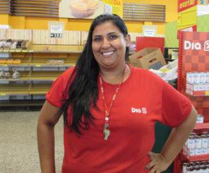 """""""Nunca observei esses valores. Não tenho o costume de ficar procurando ou mesmo olhar quais produtos têm impostos maiores. O pouco de informação que tenho é por meio de jornais e internet e, mesmo assim, muitas vezes são vagas, pois faltam especificações"""".  Mariana Mendonça da Silva, 19 anos, operadora de loja"""
