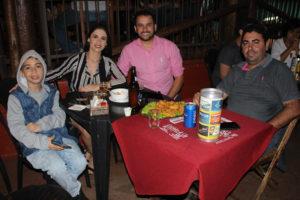 Neto Ribeiro e a namorada Maria Jacovassi,o cunhado Claudinei Martins e o sobrinho Vitor Martins