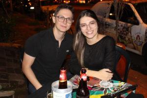 Vinícius Mira e a namorada Milena Liporoni