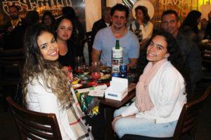 Hugo Damando/Cíntia Damando, Ricardo Barrachi/Andréa Honorato e a filha Lara Barrachi
