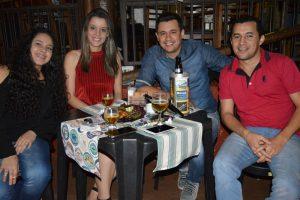 Eduardo Gonçalves e a namorada Ana Carolina de Freitas, Guilherme Tuissi e a namorada Marcela Rocha