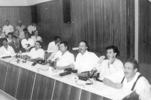 """Foto de vereadores da Legislatura de 1997, quando era presidente das Câmara era Jayme Titotó Pereira Barbosa. (1) Alcides Mesquita Garcia Júnior (in memoriam), (2) José Sérgio Cerqueira, (3) Guilherme Sinhorini Chaibub, (4) José Marcionílio da Silva (""""Zé Barbinha""""), (5) José Barbosa Sandoval (""""Breta""""), (6) João Donizeti de Matos (""""João do Ferro Velho) (in momoriam)"""