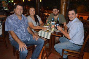 Alfredo Fadel de Almeida, a namorada Jaqueline Bento, o filho Guilherme Fadel e o amigo Gustavo Araújo