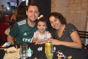 Waldir Júnior/Flávia e a filha Manuela Flávia Mira