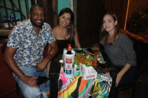 Marcelo Felício e a namorada Jamaira Monteiro e Andréia Buen