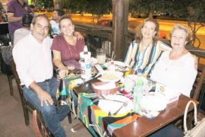 Fábio Gibaile/ Adriana Rocha Gibaile, a cunhada Adalgiza da Rocha Oliveira e a sogra Maria Joaquina da Rocha