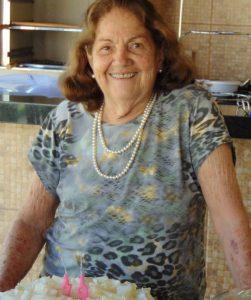Ivone Completou 82 anos,  dia 21 de setembro, a professora aposentada Ivone Vale de Almeida. Ela recebe os cumprimentos das filhas, genros, netos, bisnetos e familiares