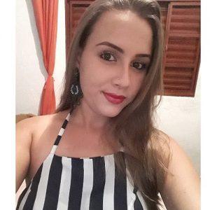 """""""Sou a favor. Muitos menores de idade cometem crimes como homicídios e roubos, delitos horríveis e sérios, porque abem que não serão punidos, portanto, sentem-se no direito de fazer o que bem entenderem"""".  Ana Laura Rodrigues Oliveira, 19 anos, atendente"""