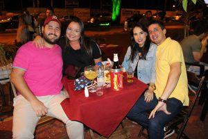 Guilherme Oliveira e a noiva Marcela Yamada, Júlio César Oliveira e a namorada Jordana Simões